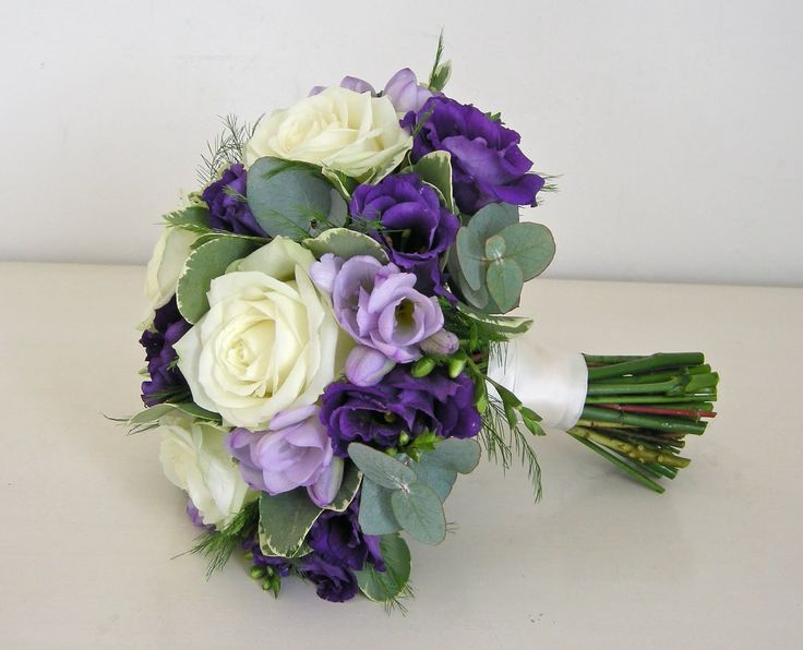 bridesmaid bouquet purple and lilac | Christiane Dowling
