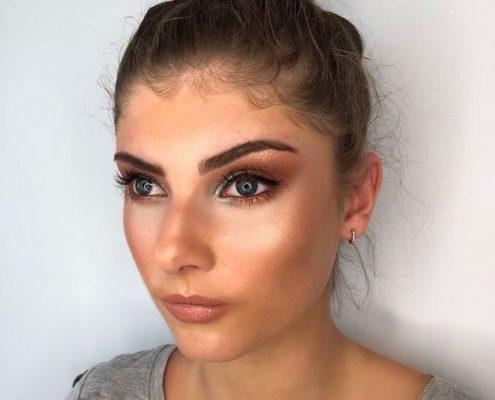 Professional Makeup Artist - Christiane Dowlin